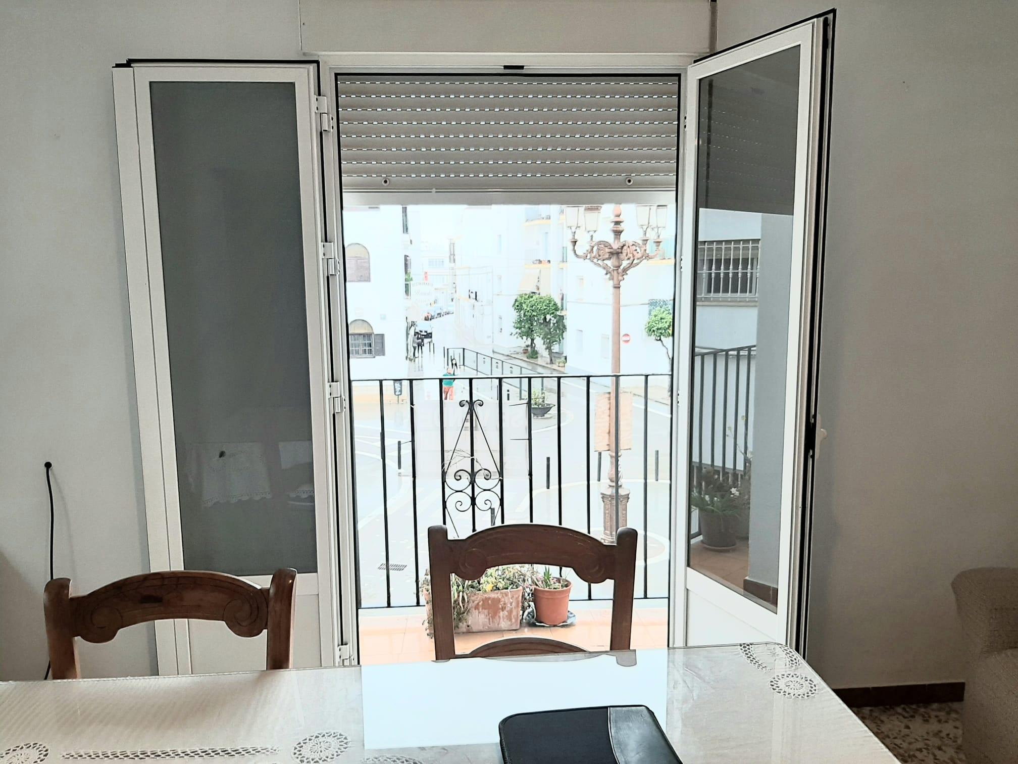 Piso en plaza Gran Canarias tres dormitorios primera planta Conil